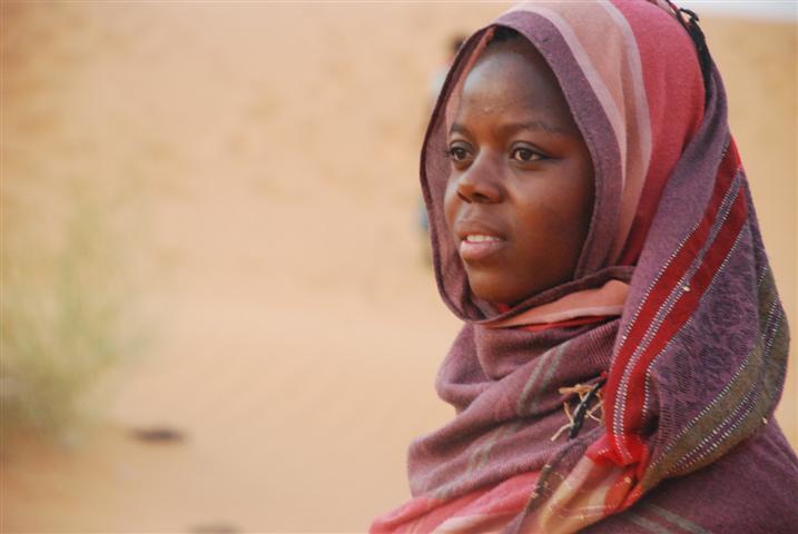 Ritratto di ragazza peul sulle dune di Dori